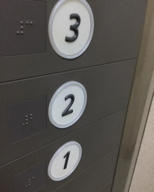 写真:エレベータの回数ボタン