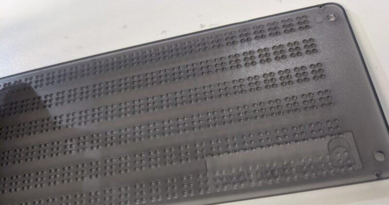 画像:点字器の定規の点